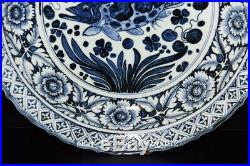 18 Chinese Antique Porcelain Yuan Blue & white painting fish waterweeds plate