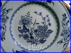 18th C Qianlong Blue & White Floral Plate with Fine Detail 10.5 Dia