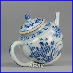 18th century Antique Chinese blue and white ribbed teapot