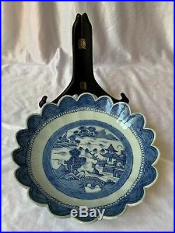 Antique Chinese Export Porcelain Canton Scalloped Blue White plate 19th Century