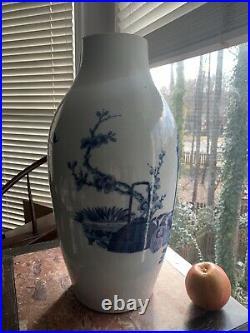 Chinese Qing Jia Qing/Dao Guang Dynasty, Early 1900 cira, Blue&white Vase