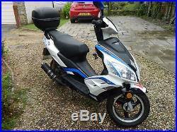 Lexmoto-FMR-50cc-single gear Moped-learner-legal-scooter 65 plate white and blue