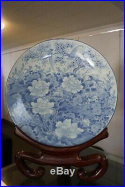 Magnificent Chinese blue white porcelain charger, Kangxi period, 1667
